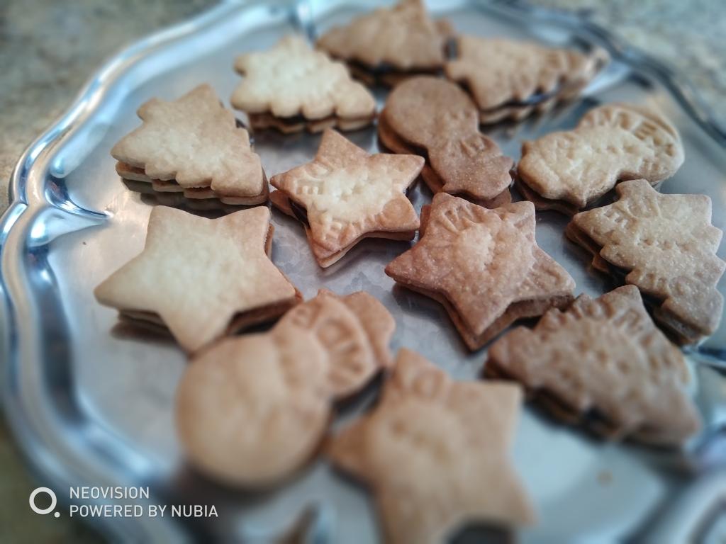 Biscuits quatre heures fourrés au chocolat
